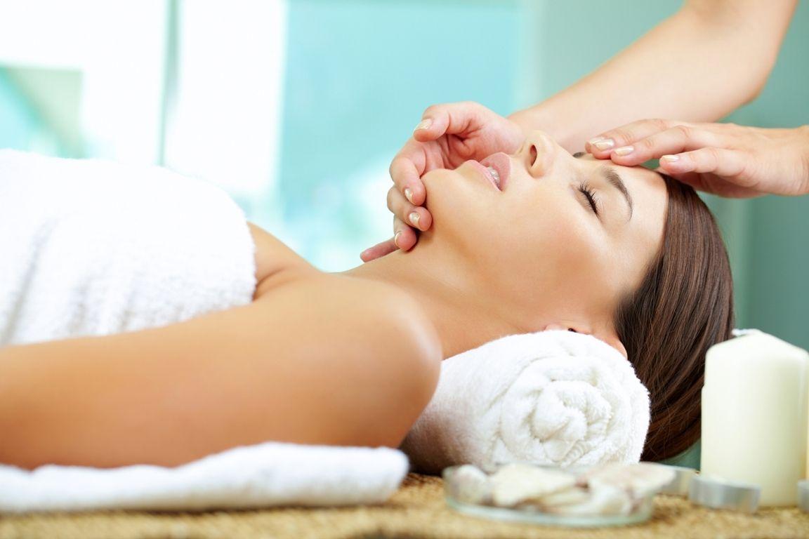 Veido masažo technikos